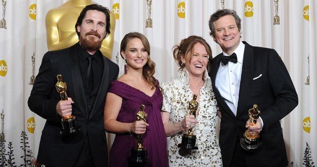 Christian Bale, Natalie Portman, Melissa Leo i Colin Firth z Oscarami /AFP