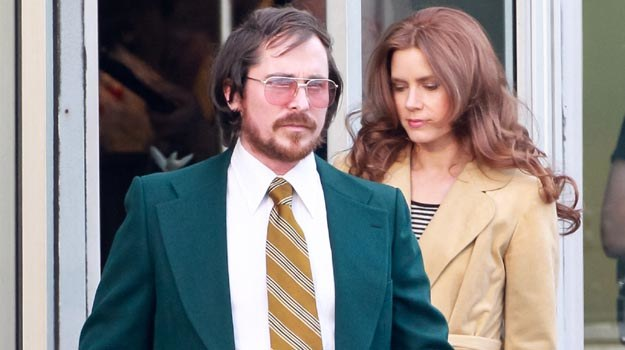 Christian Bale z Amy Adams na planie nowego filmu. /Splashnews