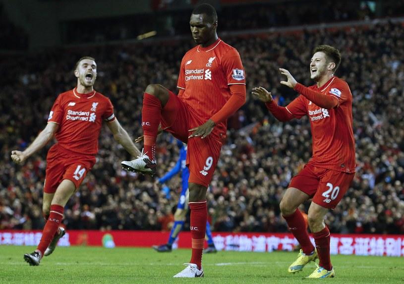 Christian Benteke (w środku) zapewnil trzy punkty Liverpool FC /AFP