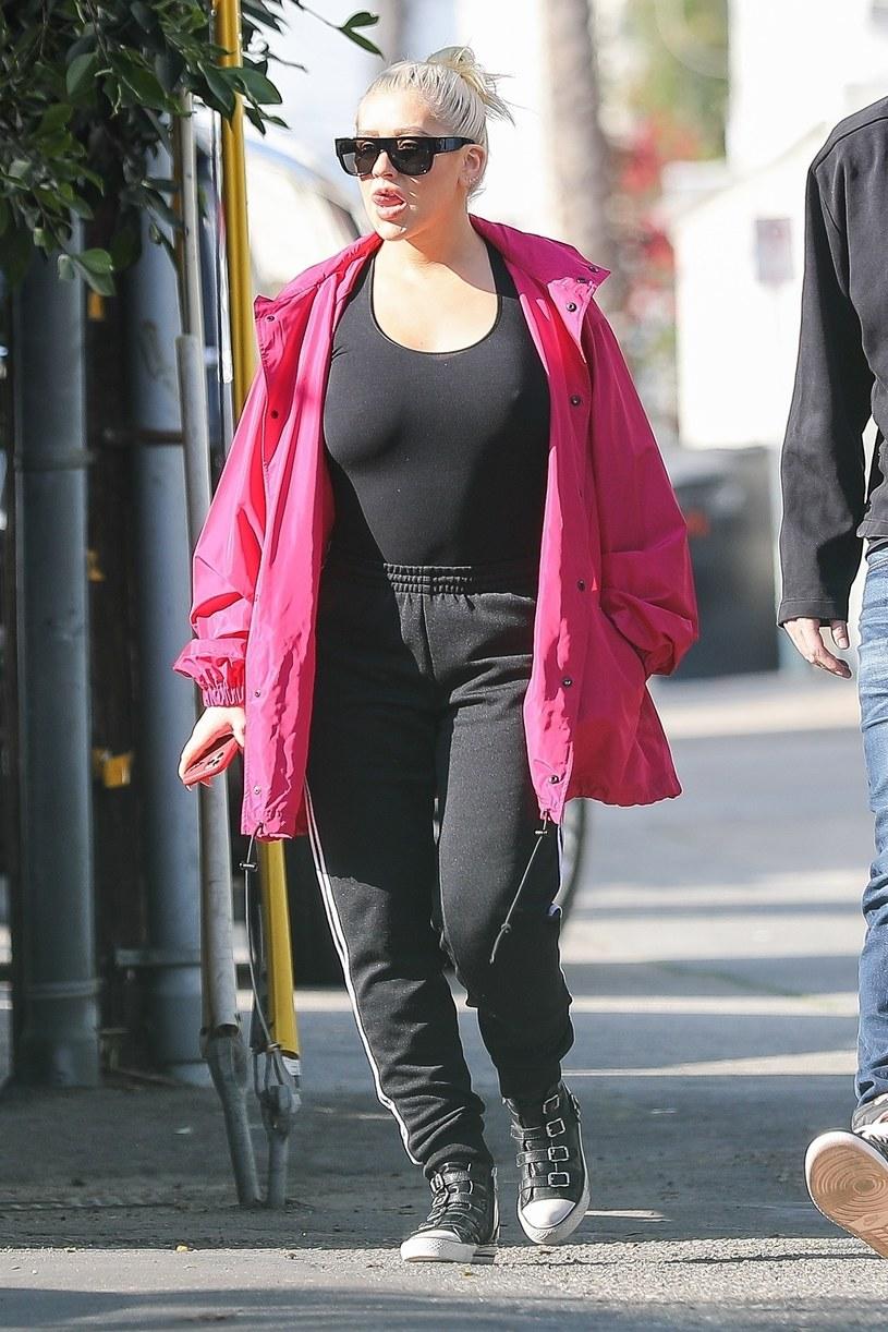 Christina Aguilera odbiera córkę ze szkoły /SPOT-POERSCH / BACKGRID /Agencja FORUM