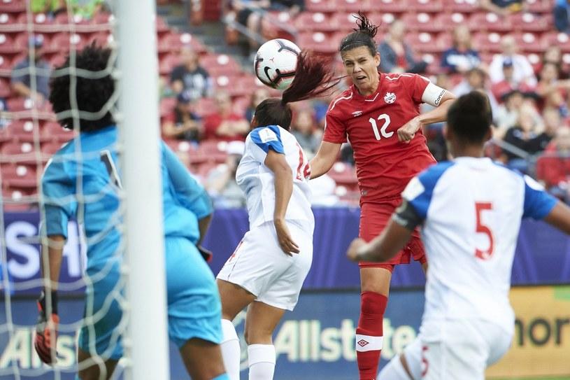 Christine Sinclair (nr 12) strzela bramkę w meczu z Panamą. /AFP