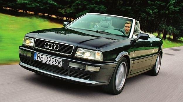 Chromowana rama przedniej szyby to znak rozpoznawczy kabrioletów Audi. Mają ją dzisiaj A5 Cabriolet i R8 Spyder. /Motor