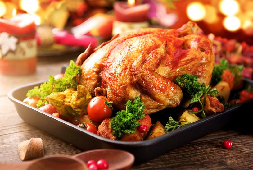Chrupiąca skórka, soczyste mięso, smaczny farsz /123RF/PICSEL