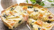 Chrupiąca tarta z łososiem i oliwkami