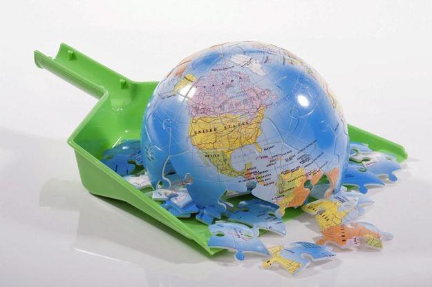 Chwiejące się gmaszysko gospodarki światowej może odzyskać trwałą równowagę /© Panthermedia