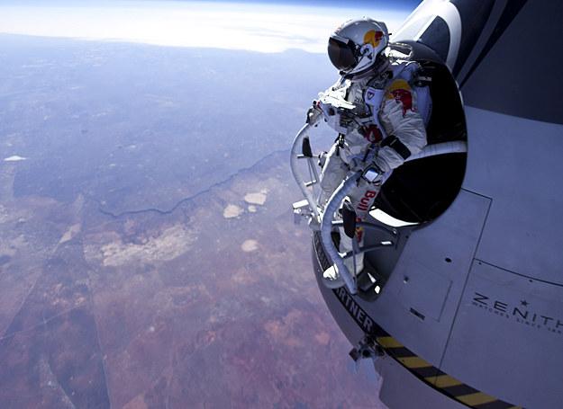 Chwilę przed skokiem z prawie 22 tys. m /fot. Red Bull /INTERIA.PL