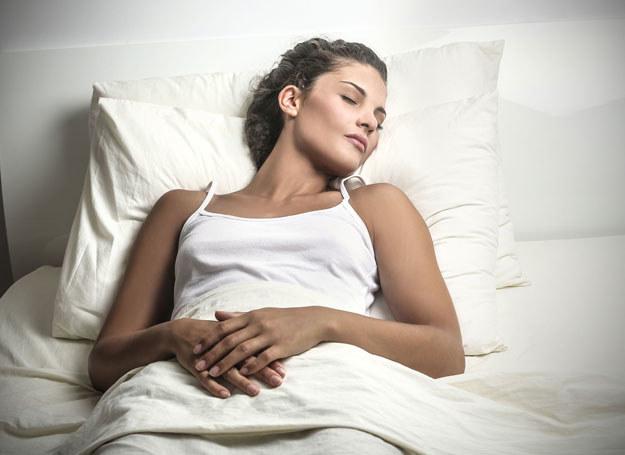 Ciągle jesteś zmęczona i senna? Może to anemia? /123RF/PICSEL