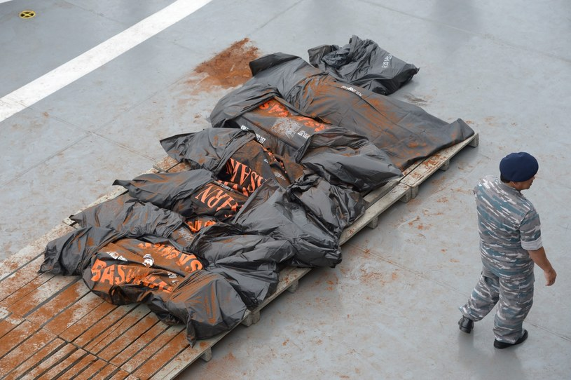 Ciała ofiar katastrofy /PAP/EPA