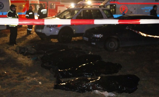 Ciała ofiar zderzenia dwóch pociągów, fot. Andrzej Grygiel /PAP