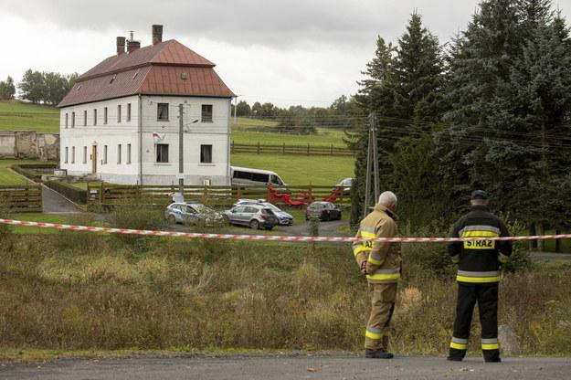 Ciało księdza znaleziono we wtorek rano przy budynku parafii w miejscowości Pomocne. Na miejscu zdarzenia przez cały dzień pracowała grupa dochodzeniowo-śledcza policji i prokurator /Aleksander Koźmiński /PAP/EPA