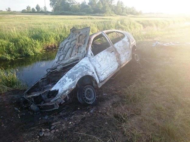 Ciało mężczyzny znaleziono w samochodzie, fot.  Straż pożarna w Ostrołęce /
