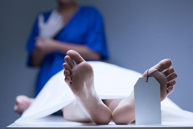 Ciało może ruszać się nawet rok po śmierci /123RF/PICSEL