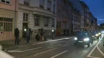 Ciało zamachowca na chodniku. Nagranie z akcji francuskiej policji