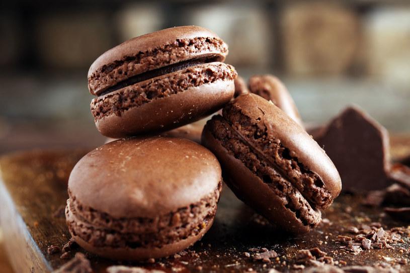 Ciasteczka makaroniki to tradycyjny francuski deser /123RF/PICSEL