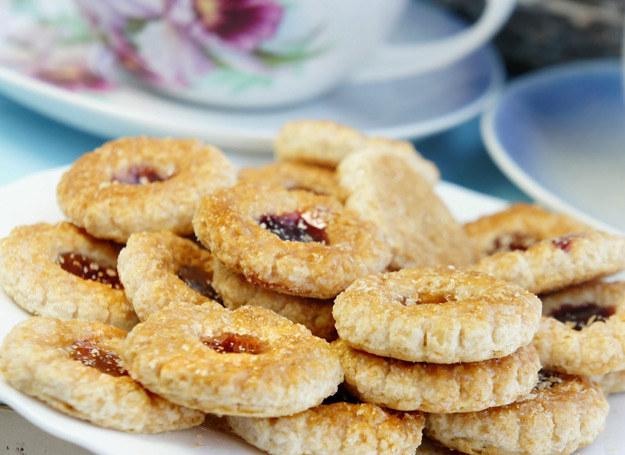 Ciasteczka możesz wypełnić konfiturą w każdym smaku. /123RF/PICSEL