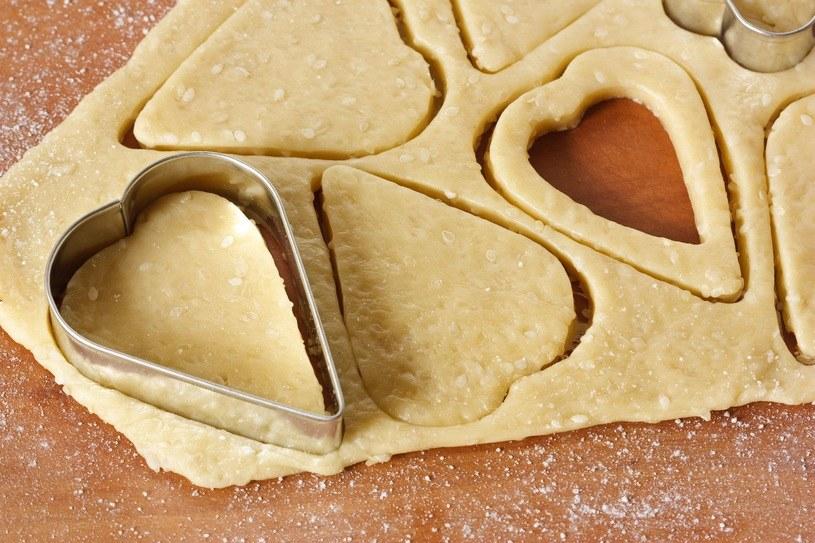 """Ciasteczka powstają """"tanim kosztem"""" z najprostszych składników /123RF/PICSEL"""