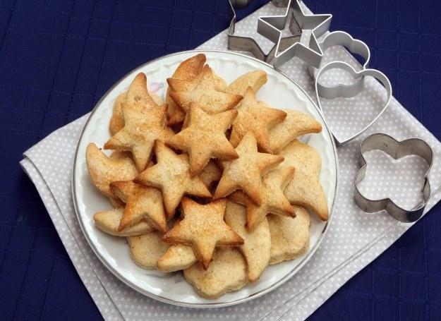 Ciasteczka w formie gwiazdek i półksiężyców /123RF/PICSEL