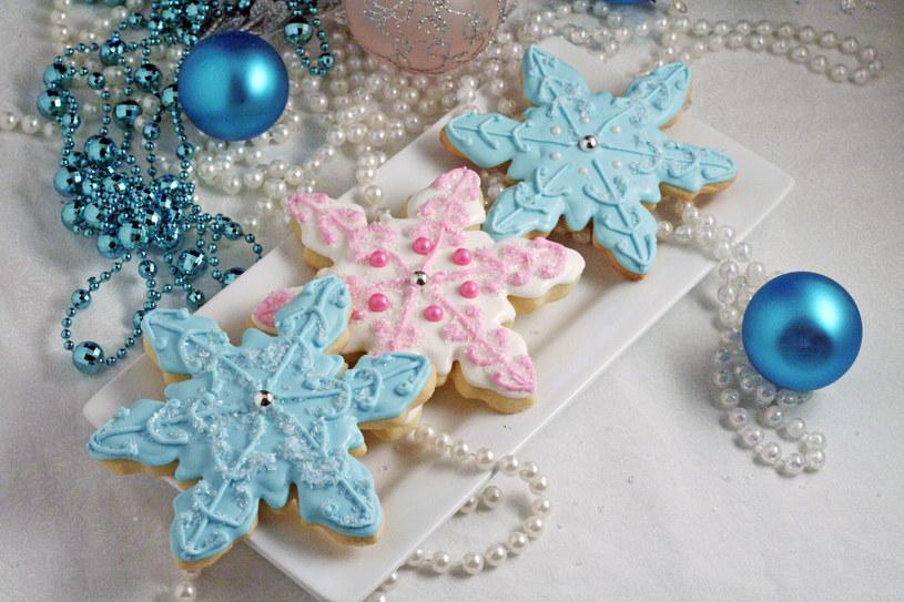 ciasteczka w kształcie płatków śniegu /© Photogenica