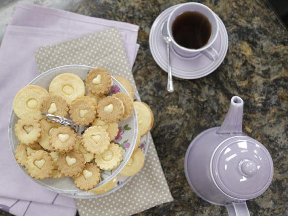Ciasteczka z dziurką i kremem cytrynowym według przepisu Ewy Wachowicz /materiały prasowe