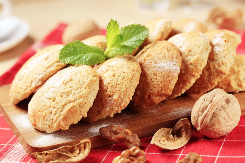 Ciastka z włoskimi orzechami /123RF/PICSEL