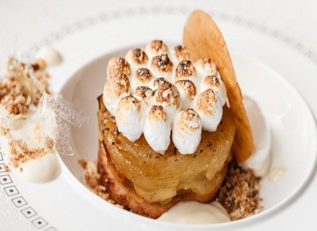 Ciastko jabłkowe z bezą - tym deserem zaskoczysz bliskich /123RF/PICSEL