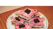 Ciasto biszkoptowe z galaretką  z czarnej porzeczki i bitą śmietaną