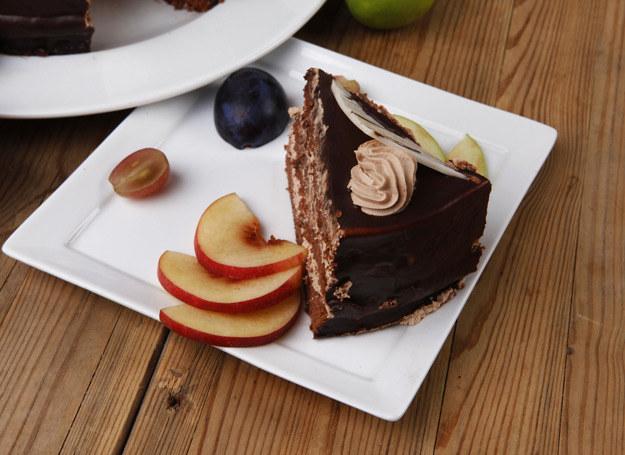 Ciasto brzoskwiniowe zachwyca swym smakiem i aromatem. /123RF/PICSEL