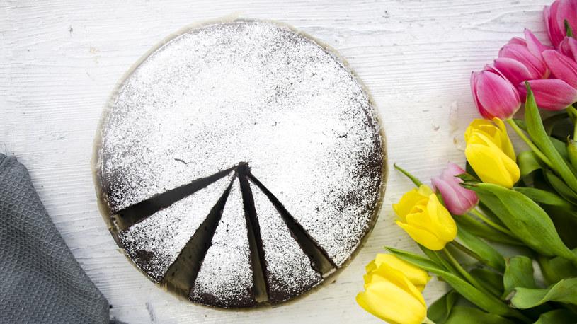Ciasto czekoladowe, jest idealne, gdy mamy ochotę na coś słodkiego /INTERIA.PL