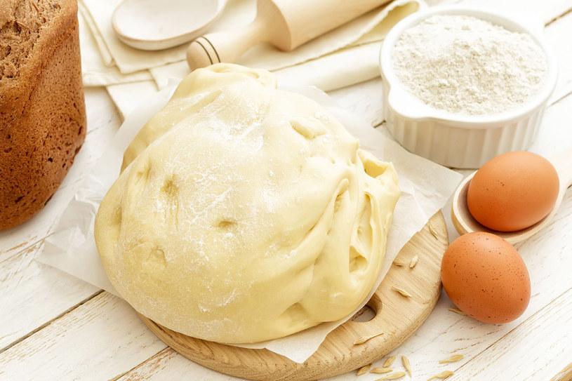 Ciasto drożdżowe powinno wyrastać w cieple /123RF/PICSEL