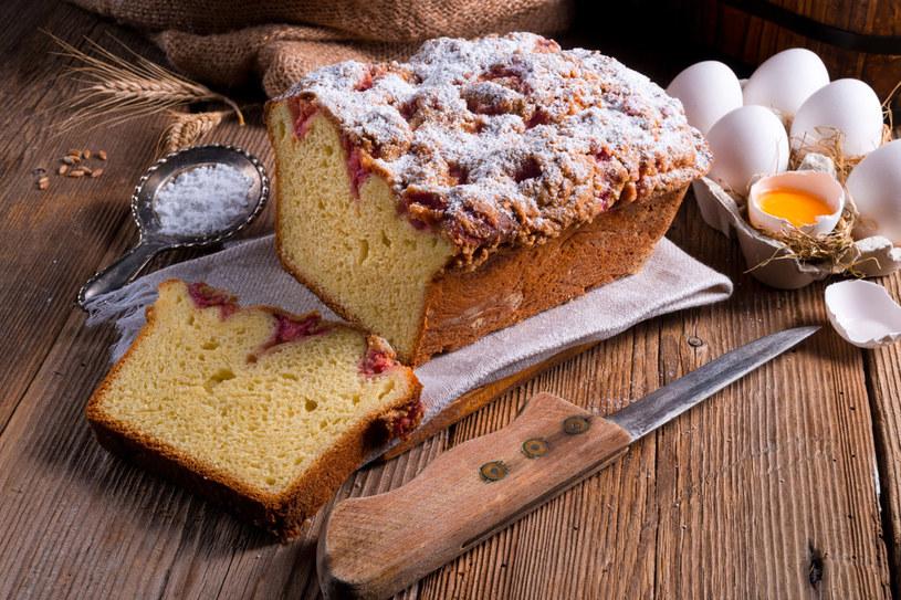 Ciasto drożdżowe z owocami /123RF/PICSEL