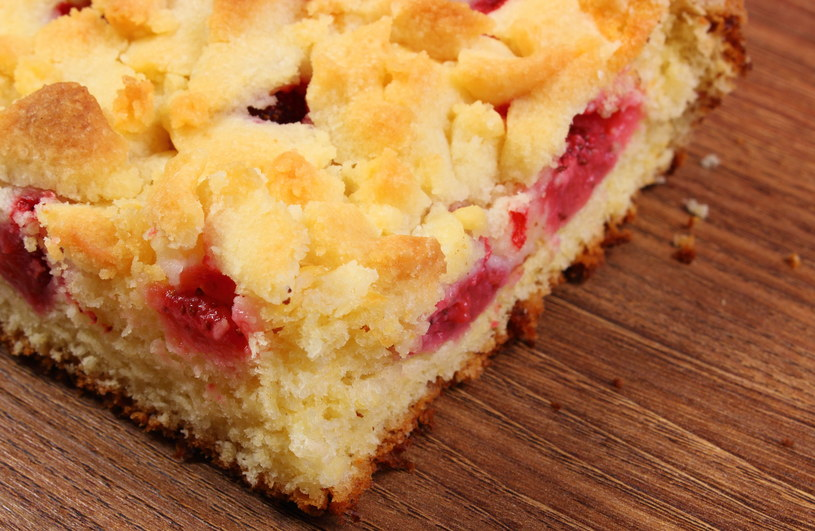 Ciasto drożdżowe /123RF/PICSEL