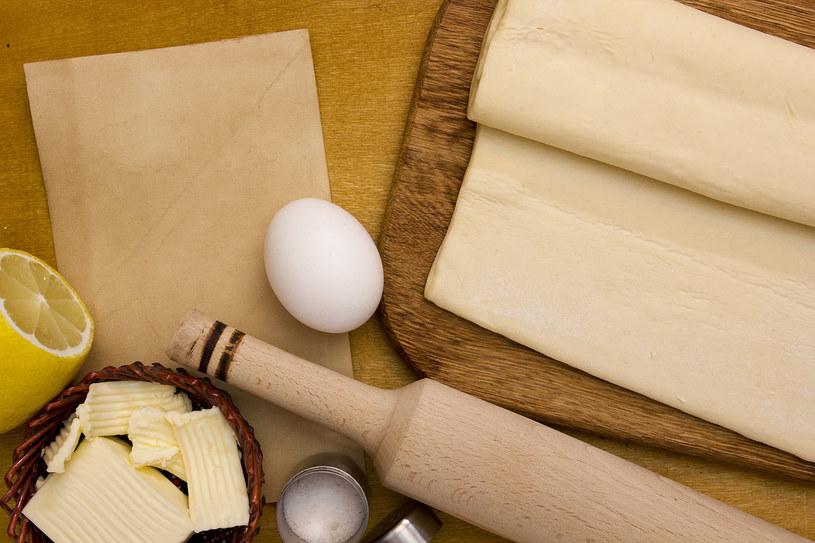 Ciasto francuskie nie zapełnia całej blaszki? /123RF/PICSEL
