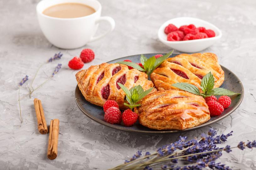 Ciasto francuskie z owocami /123RF/PICSEL