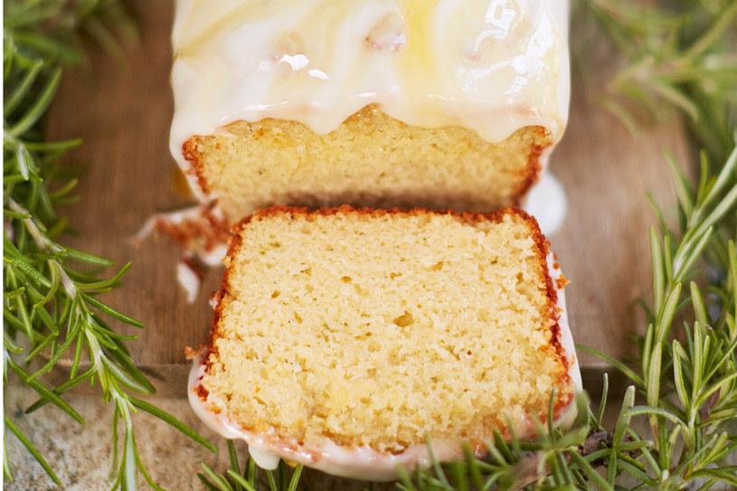 Ciasto jogurtowe z rozmarynem i miodem /materiały prasowe