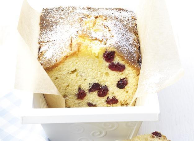 Ciasto marcepanowo-żurawinowe /materiały prasowe