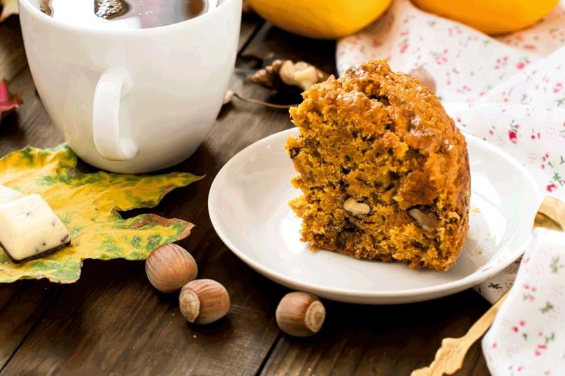 Ciasto marchewkowe z bakaliami /123RF/PICSEL