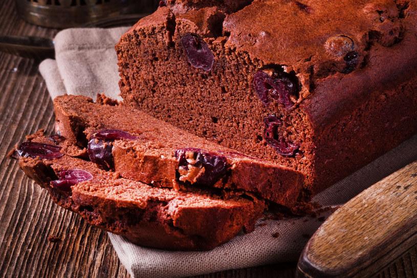 Ciasto migdałowo-czekoladowe z wiśniami /123RF/PICSEL