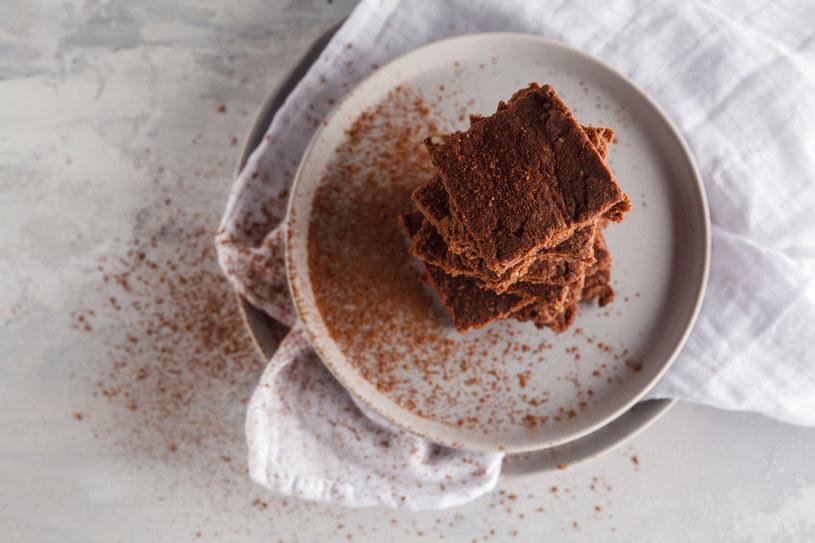 Ciasto możesz opuszyć gorzkim kakao /123RF/PICSEL