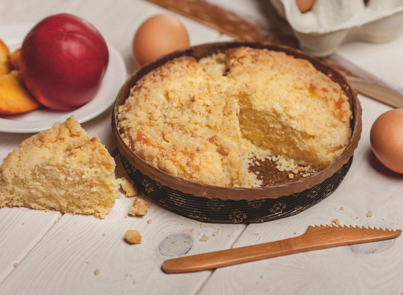 Ciasto możesz podać z lodami /123RF/PICSEL