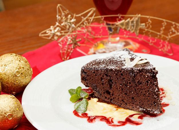 Ciasto możesz przełożyć powidłami lub marmoladą /123RF/PICSEL