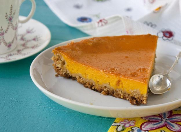 Ciasto możesz udekorować np. bitą śmietaną /123RF/PICSEL