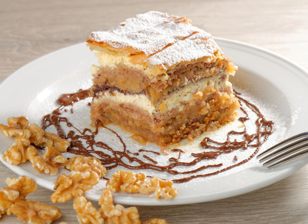 Ciasto orzechowe smakuje doskonale. /123RF/PICSEL