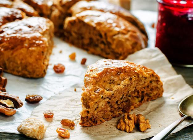 Ciasto orzechowe smakuje najlepiej. /123RF/PICSEL