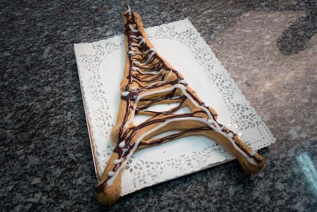 Ciasto parzone w kształcie Wierzy Eiffla /materiały prasowe