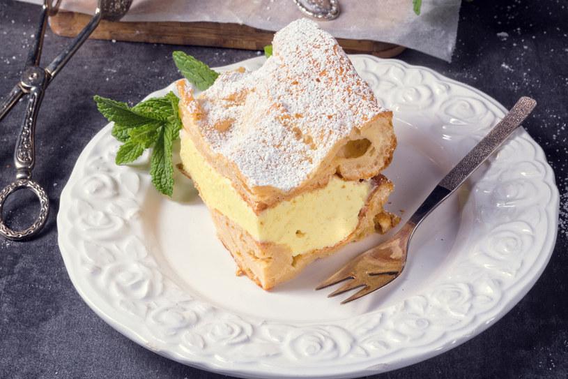 Ciasto przed podaniem warto schłodzić w lodówce /Picsel /123RF/PICSEL