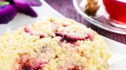 Ciasto śliwkowe z kruszonką pachnące korzennymi przyprawami