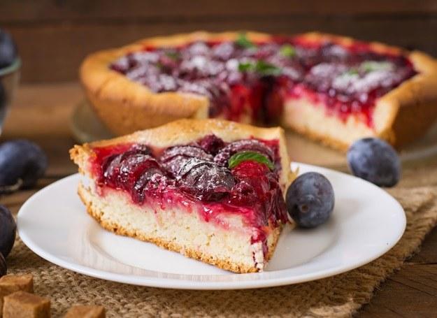 Ciasto śliwkowe /123RF/PICSEL