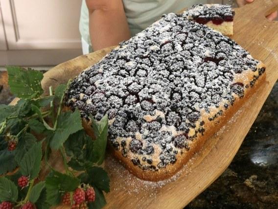 Ciasto ucierane z owocami leśnymi /Polsat