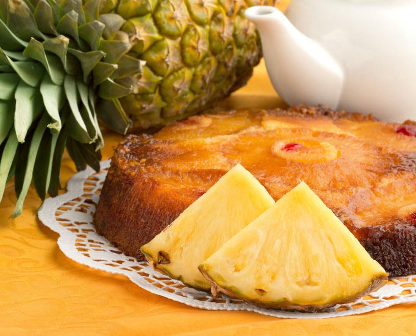 Ciasto upside down przygotujesz w niecałą godzinę /123RF/PICSEL