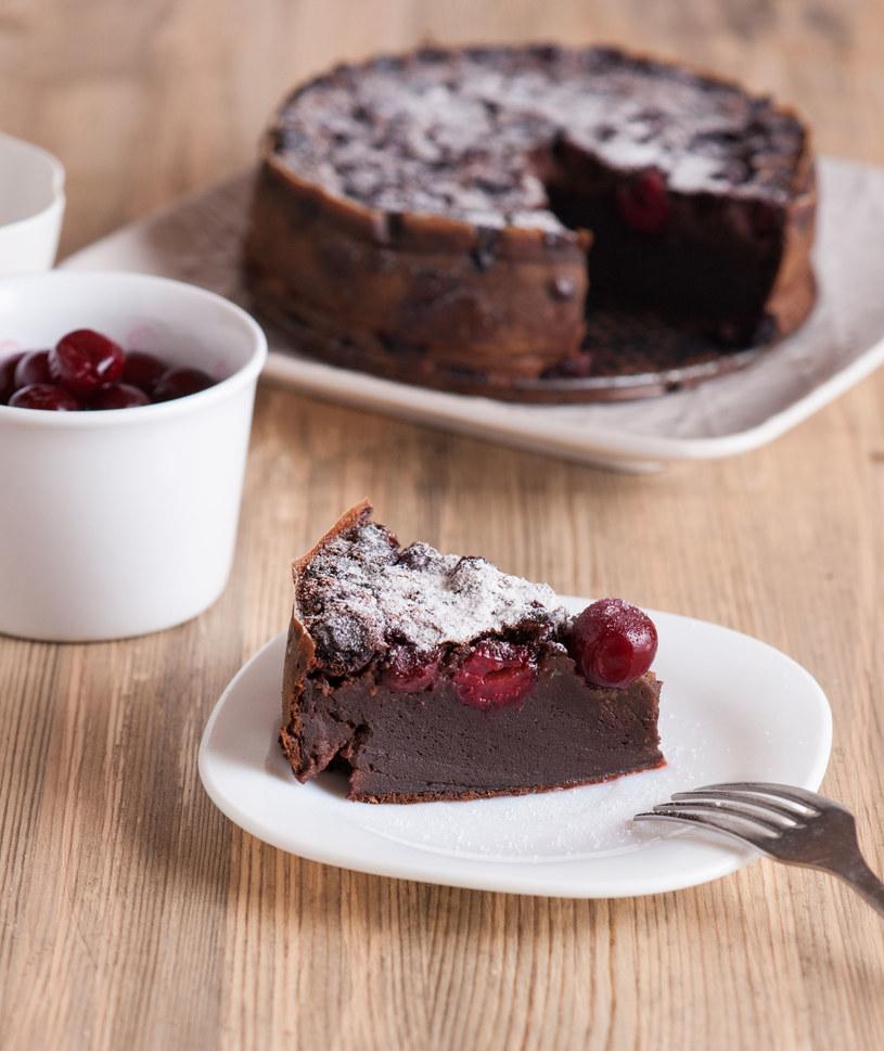 Ciasto z czereśniami /123RF/PICSEL